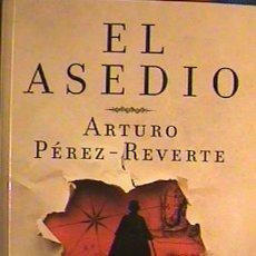 Libros: LIBRO EL ASEDIO, ARTURO PÉREZ REVERTE. Lote 130801768
