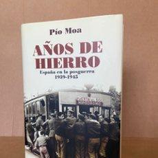 Libros: AÑOS DE HIERRO. ESPAÑA EN LA POSGUERRA. 1939-1945. PIO MOA. Lote 210336480