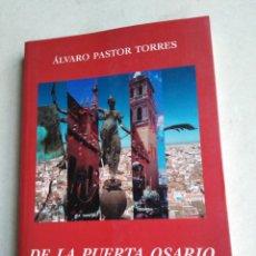 Libros: DE LA PUERTA OSARIO A TRIANA ( ARTÍCULOS SEVILLANOS ). Lote 222257912