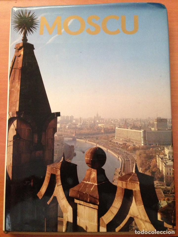 MOSCOW --- MOSCU .. LIBRO LLENO DE FOTOGRAFÍAS A COLOR DE MOSCÚ (Libros Nuevos - Historia - Historia por países)