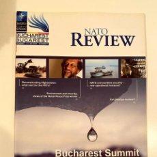 """Libros: """"NATO REVIEW"""". Lote 245381925"""