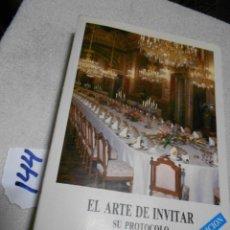 Libros: EL ARTE DE INVITAR Y SU PROTOCOLO. Lote 202899673