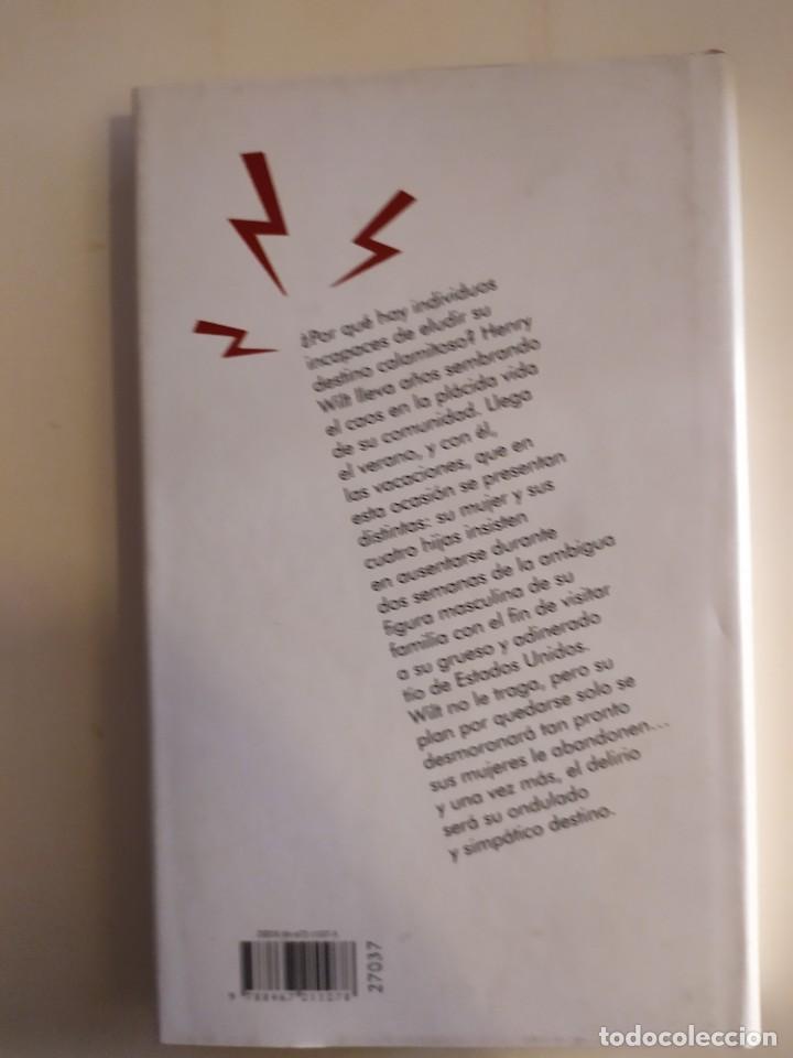 Libros: Wilt no se aclara - Tom Sharpe - Círculo de lectores, 2004 - Foto 2 - 220104183