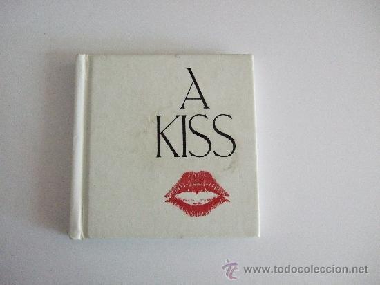 A KISS - 1994 - LIBRO SOBRE LOS BESOS EN EL ARTE - EN INGLES - MUCHAS FOTOGRAFIAS (Libros Nuevos - Idiomas - Inglés)