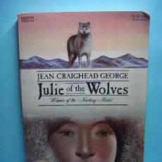 Libros: JULIE OF THE WOLVES. JEAN GRAIGHEAD GEORGE. LIBRO EN INGLÉS. 1985. GANADOR NEWBERY MEDAL. Lote 32895634