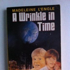 Libros: A WRINKLE IN TIME. MADELEINE L´ENGLE. PUFFIN BOOKS. NEWBERY MEDAL. LIBRO EN INGLÉS. Lote 33222996