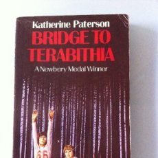Libros: BRIDGE TO TERABITHIA. KATHERINE PATERSON. LIBRO EN INGLÉS. NEWBERY MEDAL WINNER. PUFFIN BOOKS. Lote 36011089