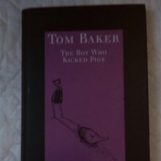Libros: THE BOY WHO KICKED PIGS. TOM BAKER. FABER AND FABER. 1999. Lote 207571583