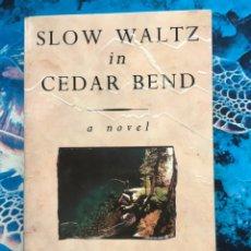 Libros: SLOW WALTZ IN CEDAR BEND. Lote 233793190