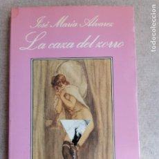 Libros: LA CAZA DEL ZORRO - ÁLVAREZ, JOSÉ MARÍA LA SONRISA VERTICAL. 1º ED.1990 192PP. Lote 286700728