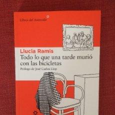 Livros: TODO LO QUE UNA TARDE MURIÓ CON LAS BICICLETAS – LLUCIA RAMIS. Lote 201334085