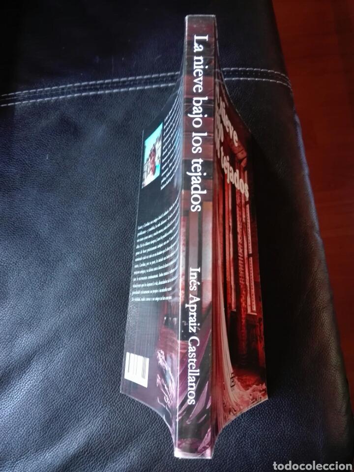 Libros: Inés Apraiz Castellanos La nieve bajo los tejados. Libro nuevo - Foto 3 - 198116826