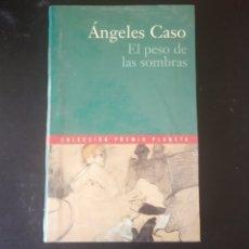 Libros: EL PESO DE LAS SOMBRAS. ANGELES CASO. COLECCIÓN PREMIO PLANETA 2000. Lote 215203296