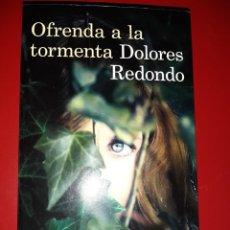 Libri: OFRENDA A LA TORMENTA - DOLORES REDONDO (1ª ED. 2014). Lote 227483890