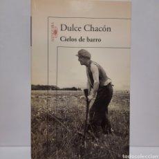 Libros: CIELOS DE BARRO DE DULCE CHACÓN NUEVO. Lote 237404575