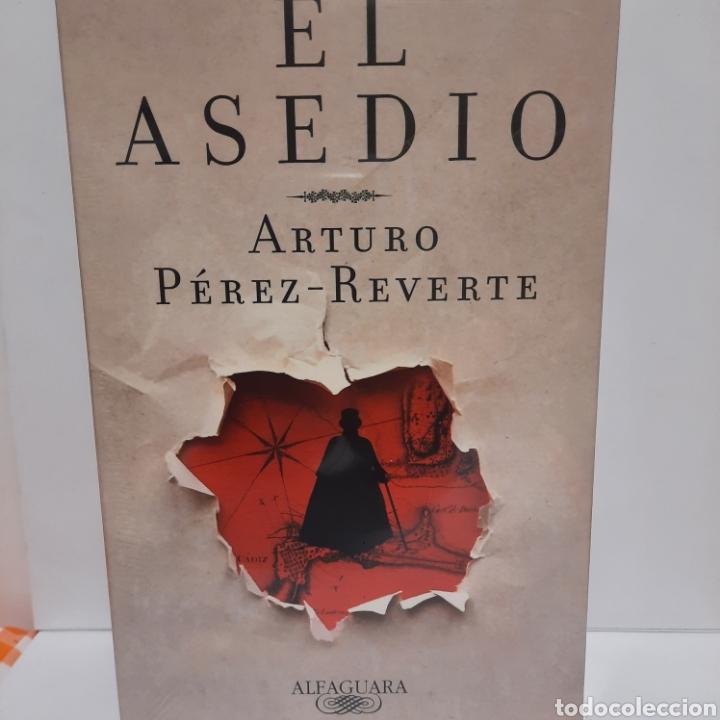 EL ASEDIO DE ARTURO PÉREZ REVERTE 1 EDICIÓN (Libros Nuevos - Narrativa - Literatura Española)