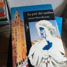 Libros: ARTURO PÉREZ REVERTE - LA PIEL DEL TAMBOR - ALFAGUARA. Lote 293498533