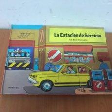 Libros: AÑOS 80 LIBRO ANIMADO POP-UP LA ESTACIÓN DE SERVICIO UN LIBRO ESCENARIO CARVAJAL. Lote 132387679