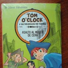 Libros: TOM O CLOCK Y LOS DETECTIVES DEL TIEMPO. ASALTO AL MUSEO DE CERA. SIR STEVE STEVENSON NUEVO.. Lote 147024781