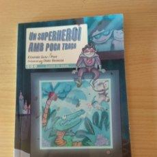 Libros: UN SUPER HEROI AMB POCA TRAÇA CATALÁN NUEVO. Lote 178761533