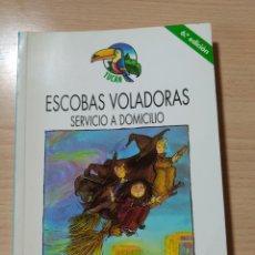 Libros: ESCOBAS VOLADORAS, SERVICIO A DOMICILIO. NUEVO. Lote 226411305