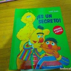 Libros: BARRIO SESAMO - ES UN SECRETO. Lote 276198853