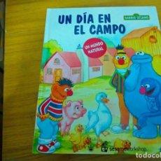 Libros: BARRIO SESAMO - UN DIA EN EL CAMPO. Lote 276199553