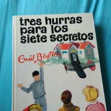 Libros: LIBRO TRES HURRASBPARA LOS SIETE SECRETOS. ENID BLYTON. ED JUVENTUD. ED. JUVENTUD 1968. 2 ED. Lote 99374676
