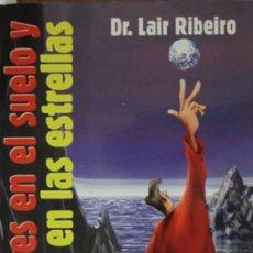 Libros: LOS PIES EN EL SUELO Y LA CABEZA EN LAS ESTRELLAS POR LAIR RIVEIRO. Lote 128703435