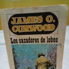 Libros: LOS CAZADORES DE LOBOS- JAMES OLIVER CURWOOD. Lote 208894418
