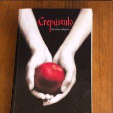 Libros: CREPÚSCULO ( UN AMOR PELIGROSO) STEPHENIE MEYER ( SAGA CREPÚSCULO). Lote 213956032