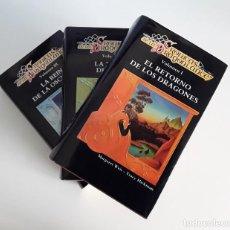 Livres: CRÓNICAS DE LA DRAGONLANCE (3 VOLÚMENES) DE MARGARET WEIS Y TRACY HICKMAN. TAPA DURA.. Lote 230978255