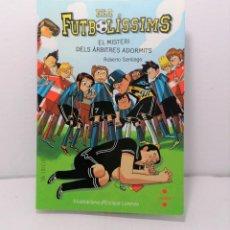 Libros: ELS FUTBOLISSIMS EL MISTERI DELS ARBITRES ADORMITS DE ROBERTO SANTIAGO AÑO 2019 EDIT CRUILLA. Lote 245170895