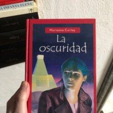 Libri: MARIANNE CURLY - LA OSCURIDAD - SALAMANDRA. Lote 247995135