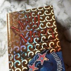 Libros: MOLLY MOON ATURA EL MON. Lote 262456720