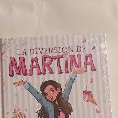 Libros: LA DIVERSIÓN DE MARTINA UN DESASTRE DE CUMPLEAÑOS EDITORIAL MONTENA. Lote 262893990
