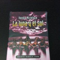 Libros: LA LUNA Y EL SOL - VONDA MCINTYRE - (ZETA BOLSILLO). Lote 32078614