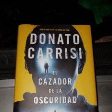 Libros: EL CAZADOR DE LA OSCURIDAD. Lote 107398488