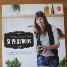 Libros: SUPERFOODS, CARLA ZAPLANA, ED. PLANETA, 2016.. 223P. TAPA BLANDA, RECETAS SALUDABLES. Lote 210539465