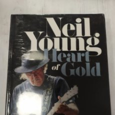 Libros: NEIL YOUNG- HEART OF GOLD- HARVEY KUBERNIK. Lote 217986057