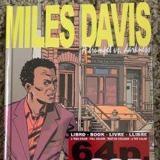 Libros: MILES DAVIS – A TRUMPET VS. DARKNESS ( 64 PAG + 2 CD'S) TAPA DURA NUEVO Y PRECINTADO. Lote 286967153