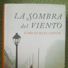 Libros: LA SOMBRA DEL VIENTO. CARLOS RUIZ ZAFON. Lote 152147394