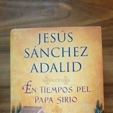Libros: EN TIEMPOS DEL PAPA SIRIO - SÁNCHEZ ADALID, JESÚS. Lote 175332627