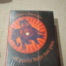 Libros: EL SUELO BAJOSUS PIES. SALMAN RUSHDIE. LIBRO NUEVO PRECINTADO. Lote 222291968