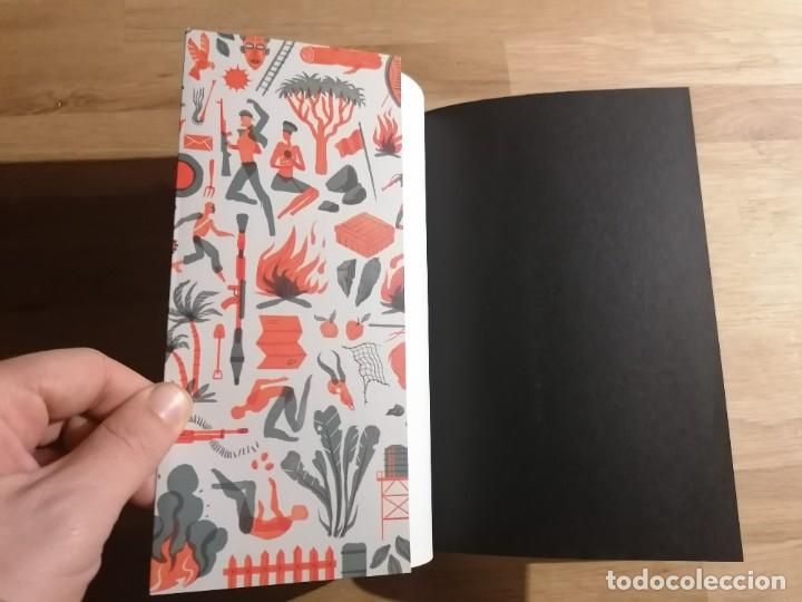 Libros: TEORIA GENERAL DE LOBLIT - JOSÉ EDUARDO AGUALUSA - EDICIONS DEL PERISCOPI - 2018 - Foto 3 - 222841472