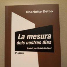 Libros: LA MESURA DELS NOSTRES DIES (EDICIÓN EN CATALÁN) CHARLOTTE DELBO. Lote 253332650
