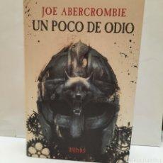 Libros: UN POCO DE ODIO DE JOE ABERCROMBIE NOVELA FANTASÍA. Lote 268177259
