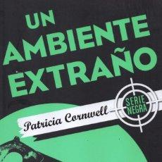 books - UN AMBIENTE EXTRAÑO de PATRICIA CORNWELL - EDICIONES B, 2017 (NUEVO) - 100637207
