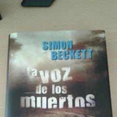 Libros: LIBRO LA VOZ DE LOS MUERTOS . DE SIMON BECKETT. Lote 137294142