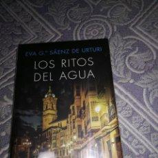 Libros: LOS RITOS DEL AGUA. EVA G. SÁENZ DE URTURI. Lote 140151670